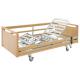 Polohovatelná postel s dřevěnými bočnicemi a dřevěnými čely