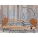 Polohovatelná postel s dřevěnými bočnicemi a dřevěnými čely - manuálně polohovatelná část pro nohy