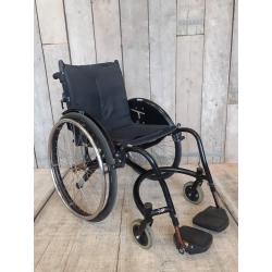 Aktivní invalidní vozík Kuka // 44 cm // TB