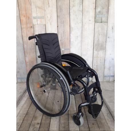 Aktivní invalidní vozík Quickie Helium // 32 cm // VG